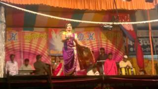 Download Bai Mi Ladachi Kaire Padachi - Surekha Kudchi, Aayala Lochya narhe pune Video