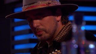 Download Waylon ontroert met het emotionele nummer 'Paperboy' - RTL LATE NIGHT Video