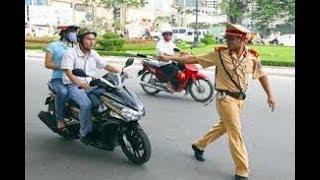 Download Chưa thấy anh cảnh sát giao thông Việt Nam nào hài như anh này =)) Video