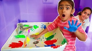 Download Asya and Esma is cleaning the bathroom-fun kid video Video