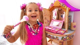 Download Diana Pretend Play Dress Up & Kids Make Up Toys Video