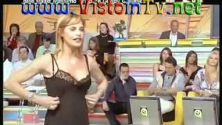 Download Simona Ventura Spogliarello con sottoveste trasparente Video