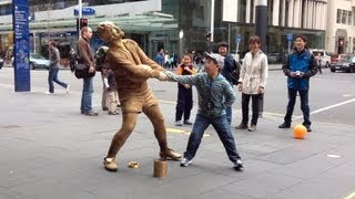 Download Gold Rugby player Living Statue busker - Auckland (clip 1) Video