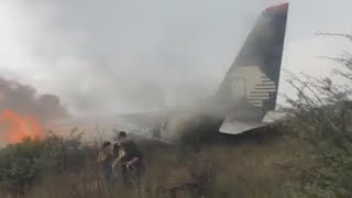 Download Passengers capture dramatic footage of Aeroméxico plane crash Video