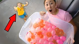 Download DROPPING WATER BALLOONS ON MOM!! Video