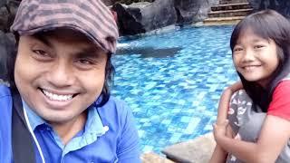 Download Ina permata sari lagi menikmati suasana pagi di dekat kolam renang novotel hotel sby Video