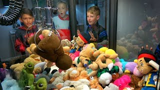Download EPIC CLAW MACHINE CHALLENGE! Video