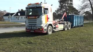 Download Scania R580 V8 hook lift is loaded by a John Deere 2130 tractor 2014 Video