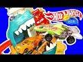 Download Хот Вилс крокодил атакует Машинки Миша и Папа распаковывают игрушки!! Video