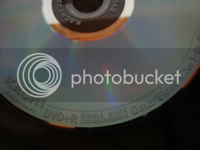 Hàng chữ trên vành ngoài đĩa