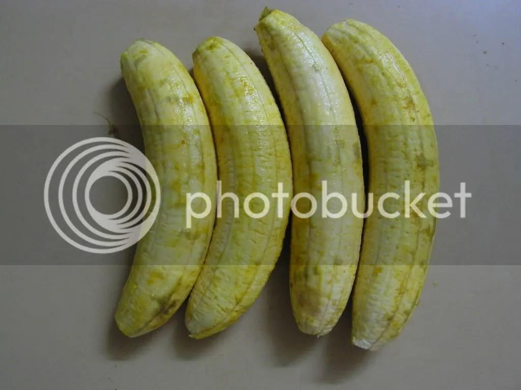 Turmeric powder applied to Bananas