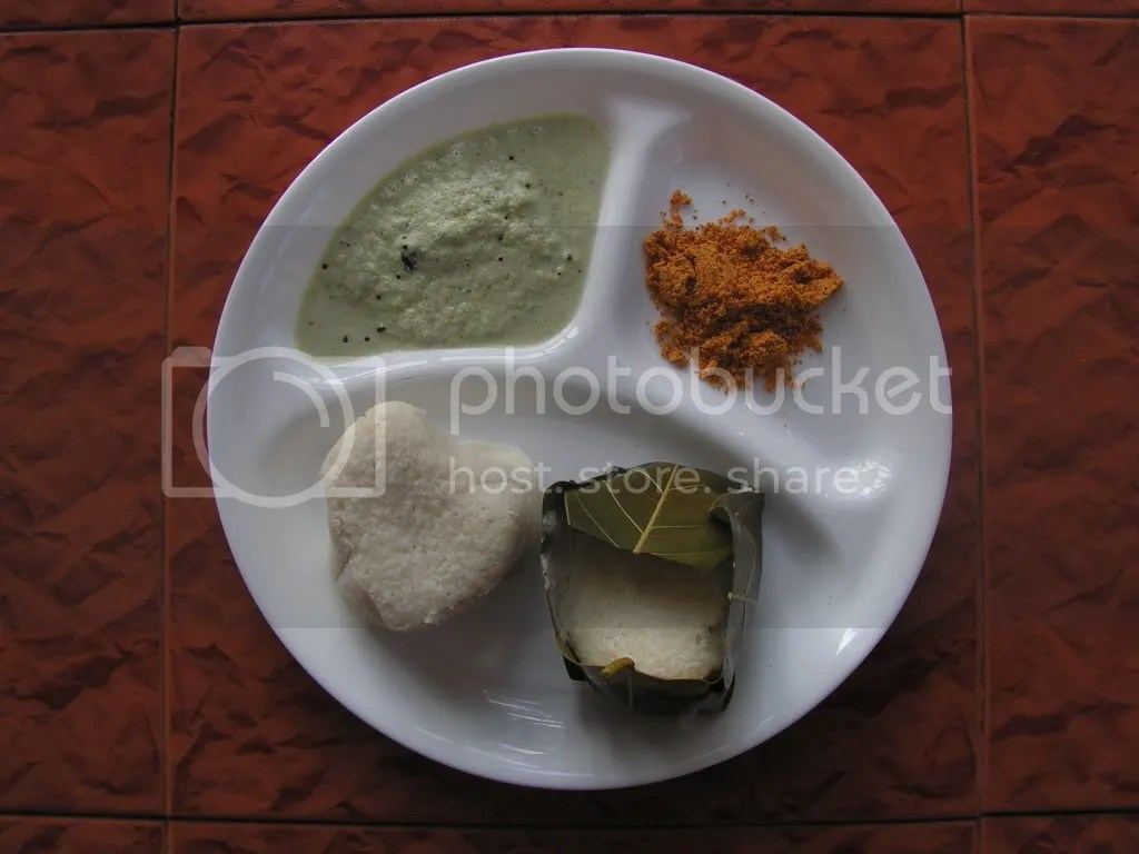 Ready steamed khotto with chutney and dry chutney powder