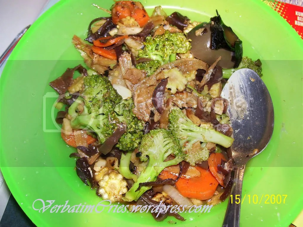 Brocolli, black fungus and century egg