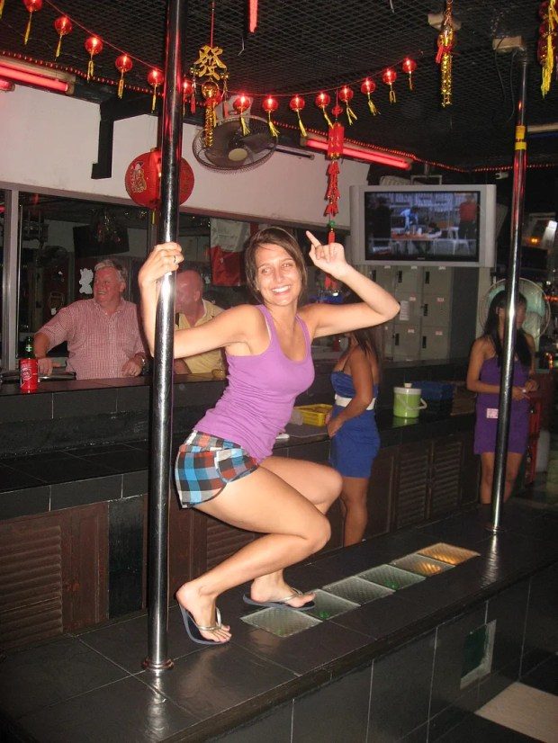 Laura pole dancer