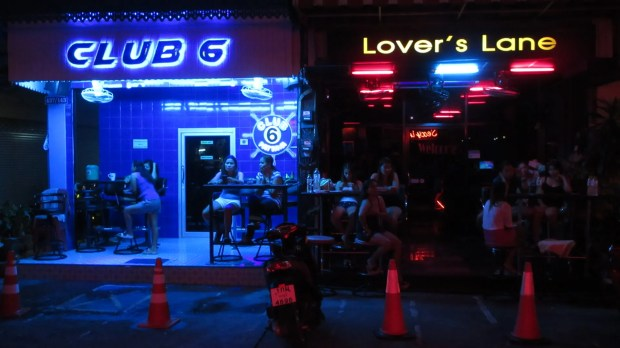 Beer Babes LadyBoys Pattaya Soi 6, it's all here & only a short walk from my Condo, surprisingly I rarely go there. I find it too noisy & too many LadyBoys are there plying their trade.