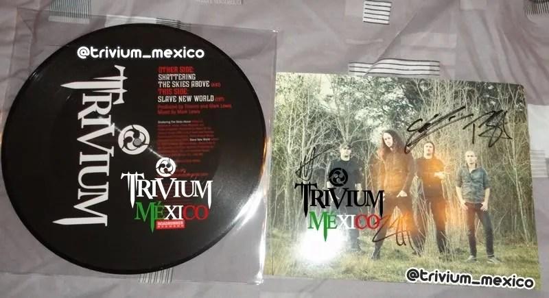 TW_VinylDiscAutographedPic