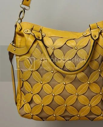 rococo daisy chain handbag in yellow at lulus.com
