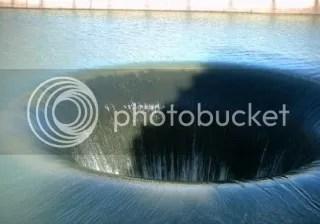 Lubang raksasa di Monticello Dam, Napa County, California