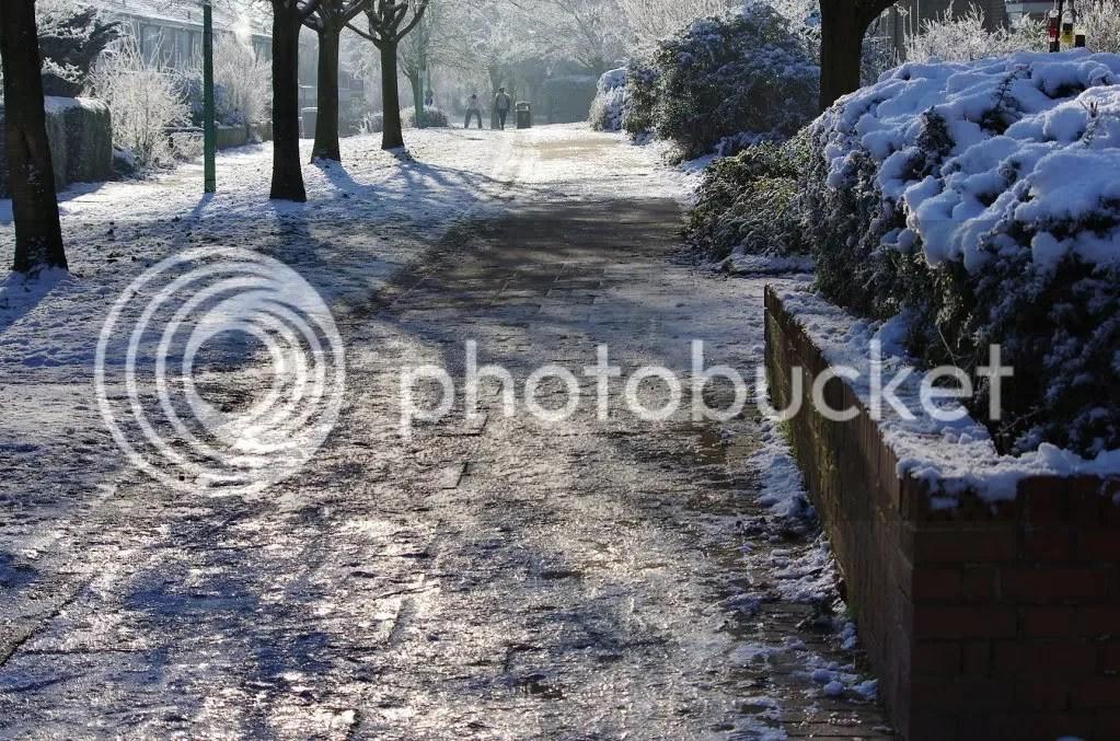 Icy path, Caie Walk Bury St edmunds