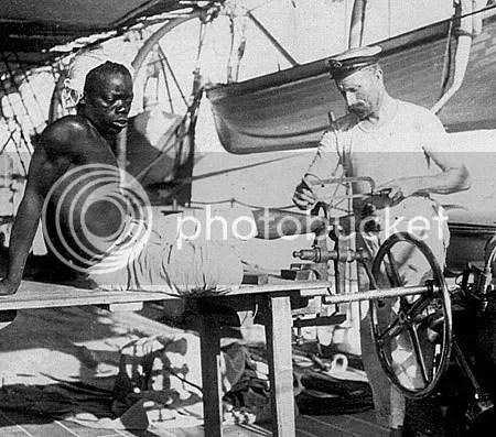 Marina imperial de guerra britànica alliberant esclau africà