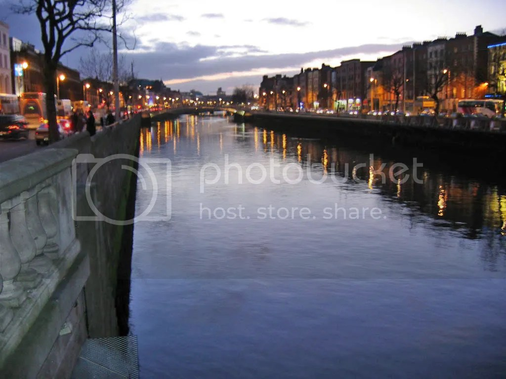 A view of the Liffey at night