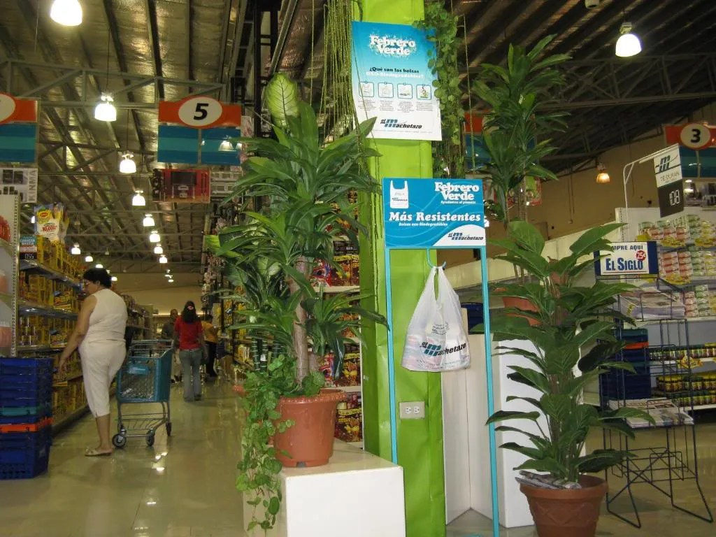 A green display promoting a new biodegradable plastic bag at El Machetazo supermarket.