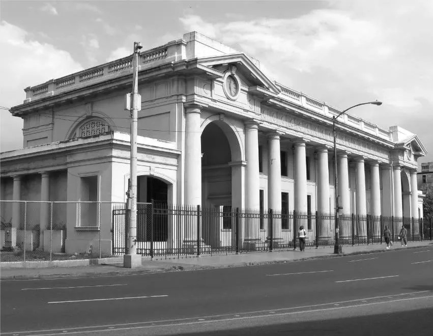 Another picture of the Railroad Station in Black and White which adds richness to the picture because of the position of the sun.  (Credit:  Omar Upegui R.)