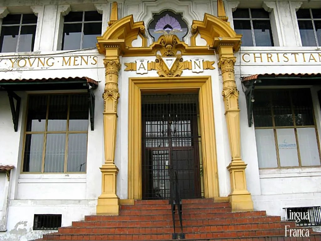 View of the elegant entrance of the Y.M.C.A. building at Balboa.  Unfortunately they dont build structures like this in our times.  (Credit:  Omar Upegui R.)