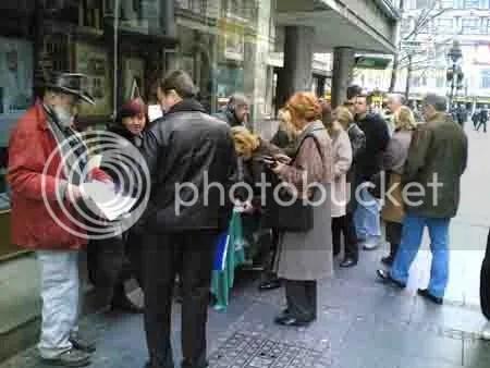 potpisivanje peticije za ocuvanje knjizare