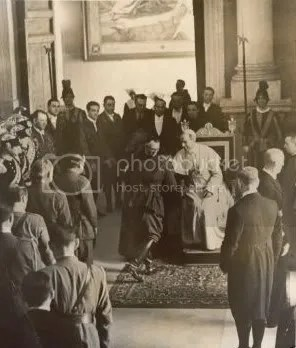 June161939ofPopePiusXIIgreetingvict.jpg picture by kjk76_93