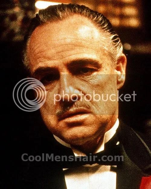Imagem de Marlon Brando em O Poderoso Chefão penteado.