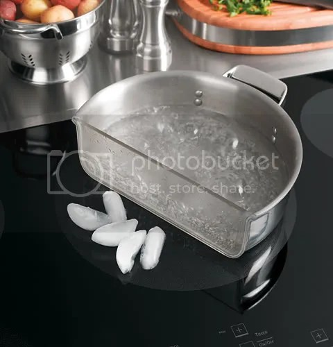 GE demonstrates one of the favorable characteristics of induction cooktops through showing how ice-cubes do not melt as water boils on adjacent part of the induction element.