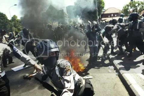 After the Indonesian government cut fuel subsidies raising the price of gas there by 30% in May 2008, rioting and protests broke out in the streets.  The government was no longer able to afford the subsidies (idie Welt/i).