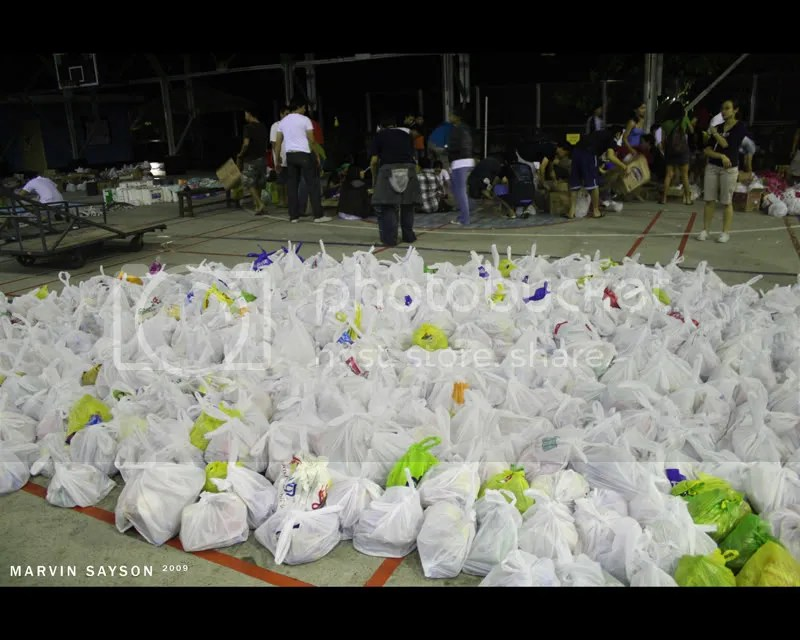 Complete bags containing canned goods, bottles of mineral water, noodles, crackers, etc.