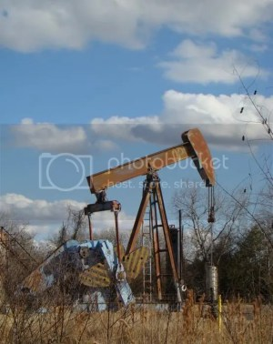 oil well photo: Highway 71 Oil Well hwy-71-oil-well-ana-villaronga.jpg