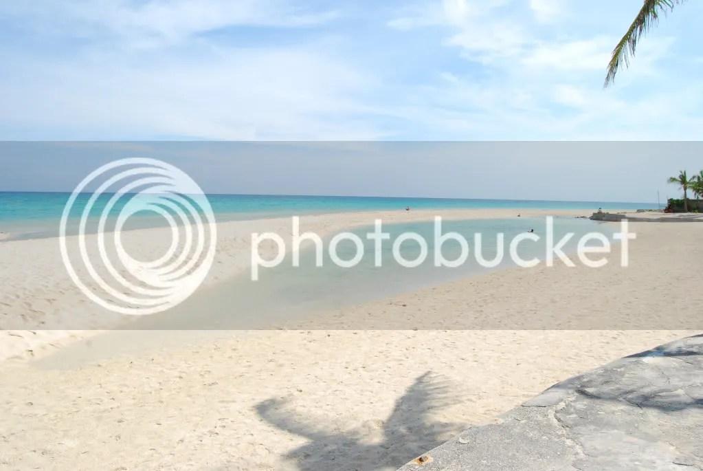 The beach with the sand bar