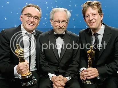 Danny Boyle, Steven Spielberg e Christian Colson - Foto de Todd Wawrychuk - CLIQUE PARA AMPLIAR ESTA FOTO EM ÓTIMA RESOLUÇÃO