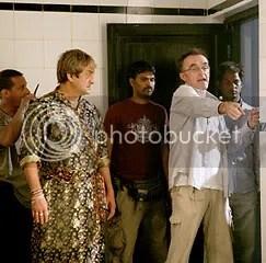 Danny Boyle durante as filmagens - CLIQUE PARA AMPLIAR ESTA FOTO EM BOA RESOLUÇÃO