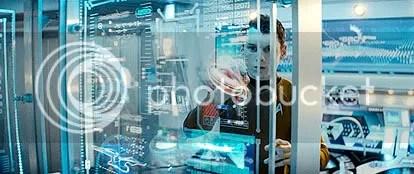 Pavel Chekov (Anton Yelchin) tenta salvar a pátria (e salva!) - CLIQUE AQUI PARA AMPLIAR ESTA FOTO EM ÓTIMA RESOLUÇÃO