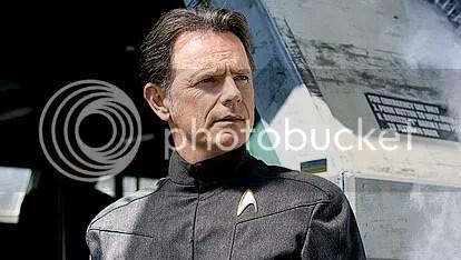 Bruce Greenwood é o Capitão Christopher Pike - CLIQUE AQUI PARA AMPLIAR ESTA FOTO EM ÓTIMA RESOLUÇÃO