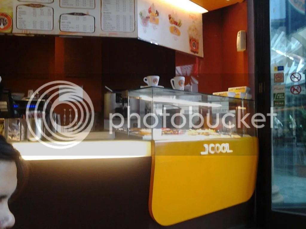 Counter J.COOL, minuman dan froyo J.CO