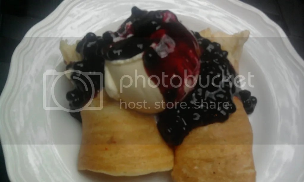 Blueberry Cheese Roll Pancake (Rp 29.000)