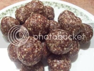 raw cookies,carob-oatmeal raisin balls,raw food recipes,raw desserts,raw food,desserts,snacks,cookies