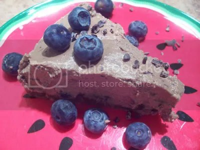 chocolate,cheesecake,cheese cake,raw pie,raw cake,raw desserts,desserts,raw food recipes,raw recipes,blueberries,coconut