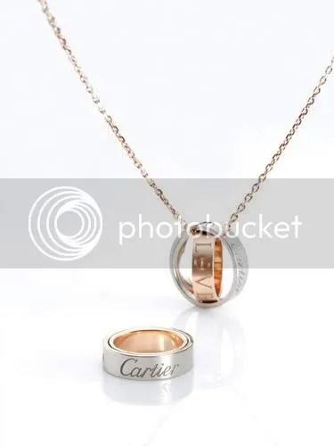 El anillo en su modo normal y modo de colgante.