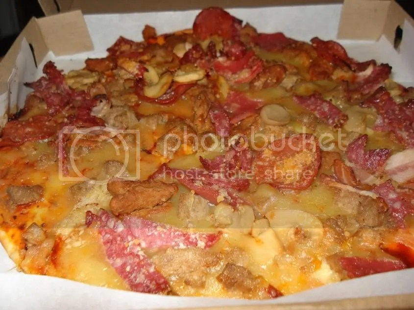 meat and cheese pizza