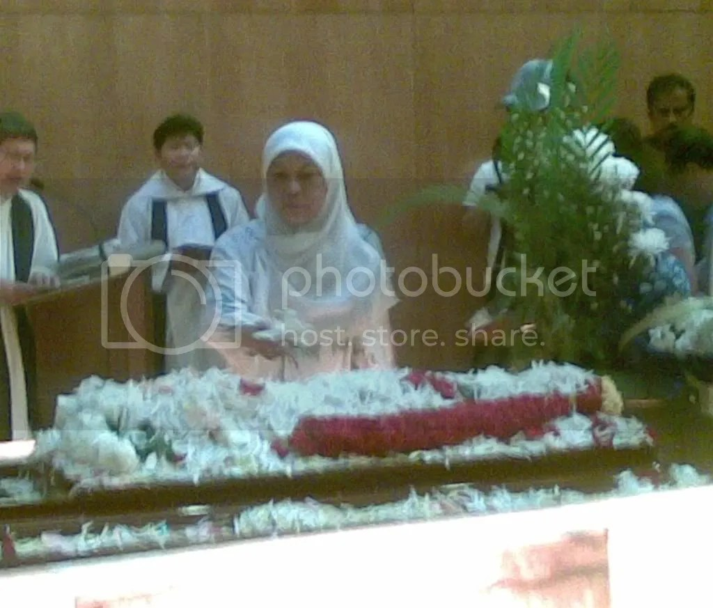 JBJmandai30.jpg JBJ's funeral service at Mandai crematorium picture by wayangparty