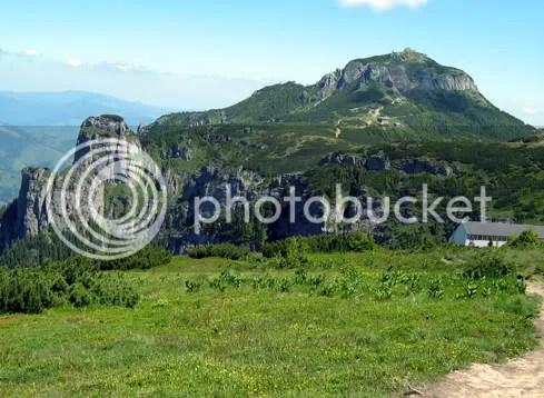 Piatra Ciobanului, Vârful Toaca şi o parte din schitul intrus