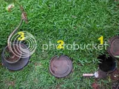 Tiga komposter an-aerob di halaman depan rumah. Dipasang berjajar. Hanya perlu lahan kurang dari 2x1 meter persegi.