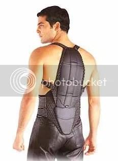 Kidney belt produk Dainese yang menyatu dengan back protector.